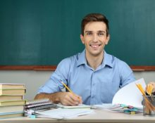 Trabaja como profesor en Zaragoza
