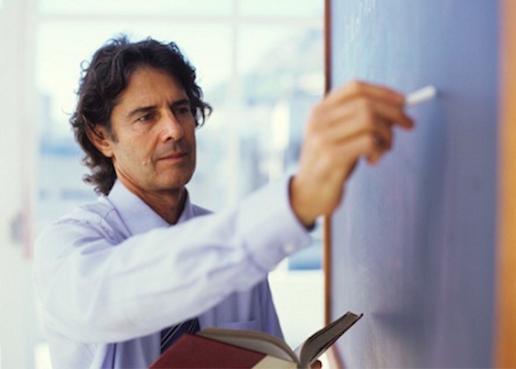 Descubre cómo conseguir tu primer empleo de profesor. Lee con detalles los 7 pasos que debes seguir y encuentra trabajo de profesor con CVExpres.