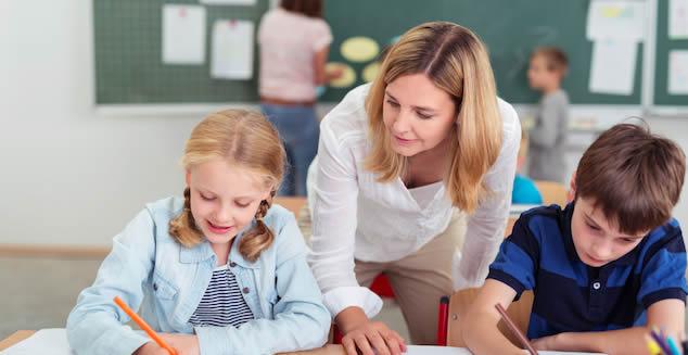 Enviar el curriculum por correo postal a colegios privados
