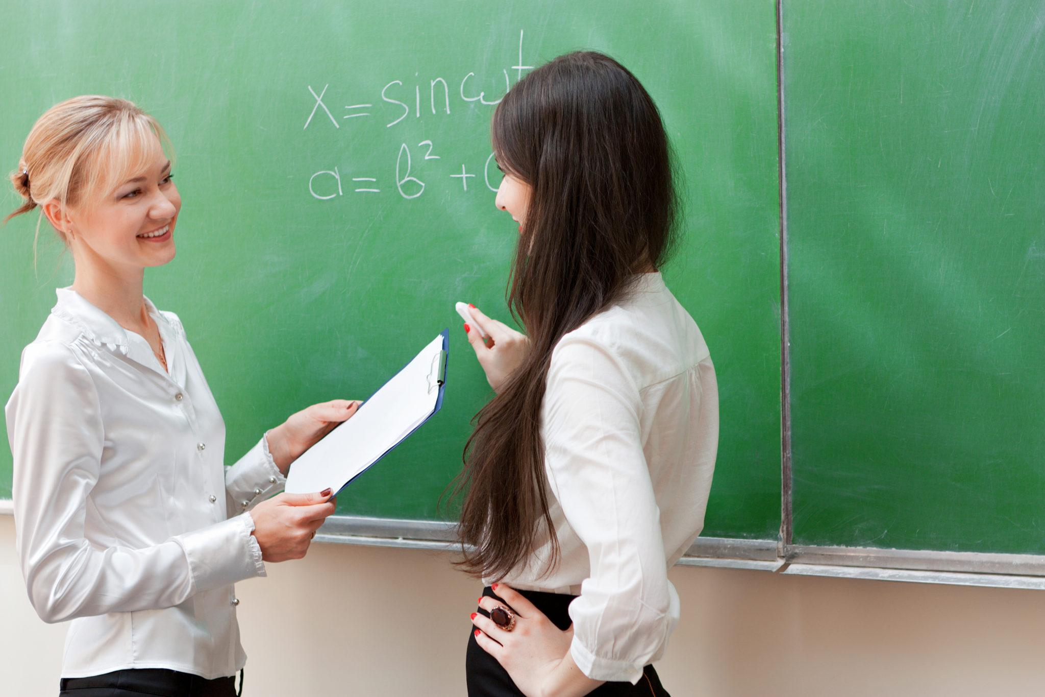 ¡Nuevos empleos para profesores! Trabajo para profesor de Historia en Sevilla, trabajo para profesor en Santander, trabajo para profesor de Matemáticas